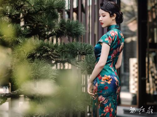 定制旗袍就找亚克龙丝 衡阳旗袍定制特色