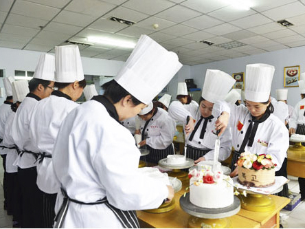 蛋糕裱花培训_找当选金茂职业培训学校-蛋糕裱花培训