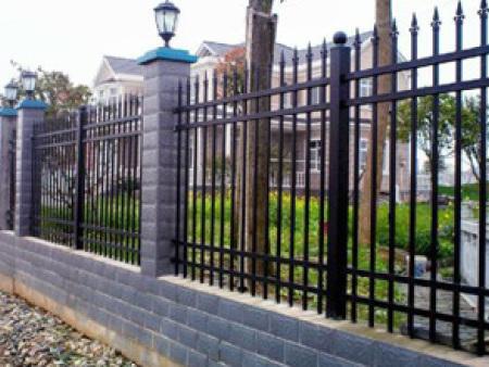 护栏厂家-质量好的锌钢护栏?#33805;? /></a>                     <div class=