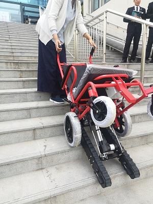 履带式爬楼梯轮椅厂_潍坊优惠的爬楼机哪里买