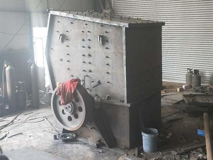 高箱重锤式破碎机生产厂家-潍坊质量好的石料移动破碎机-厂家直销