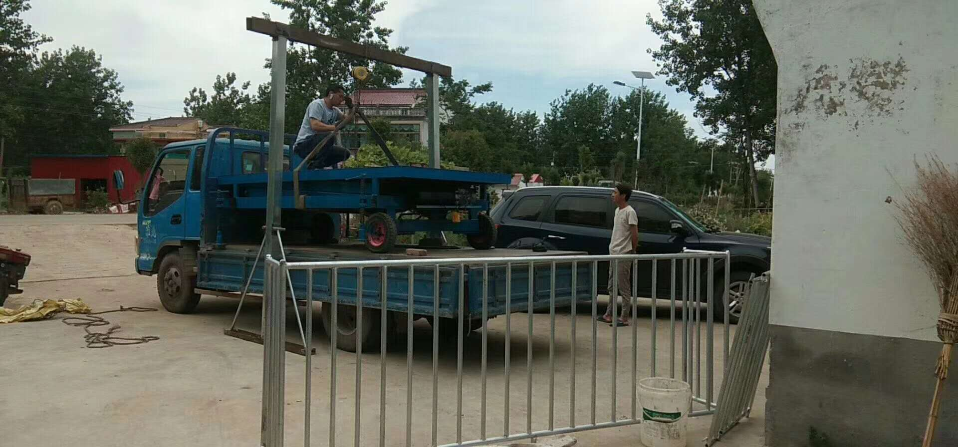 大量供应质量优的全自动升降移动装猪牵引车-抛售升降牵引移动转猪车