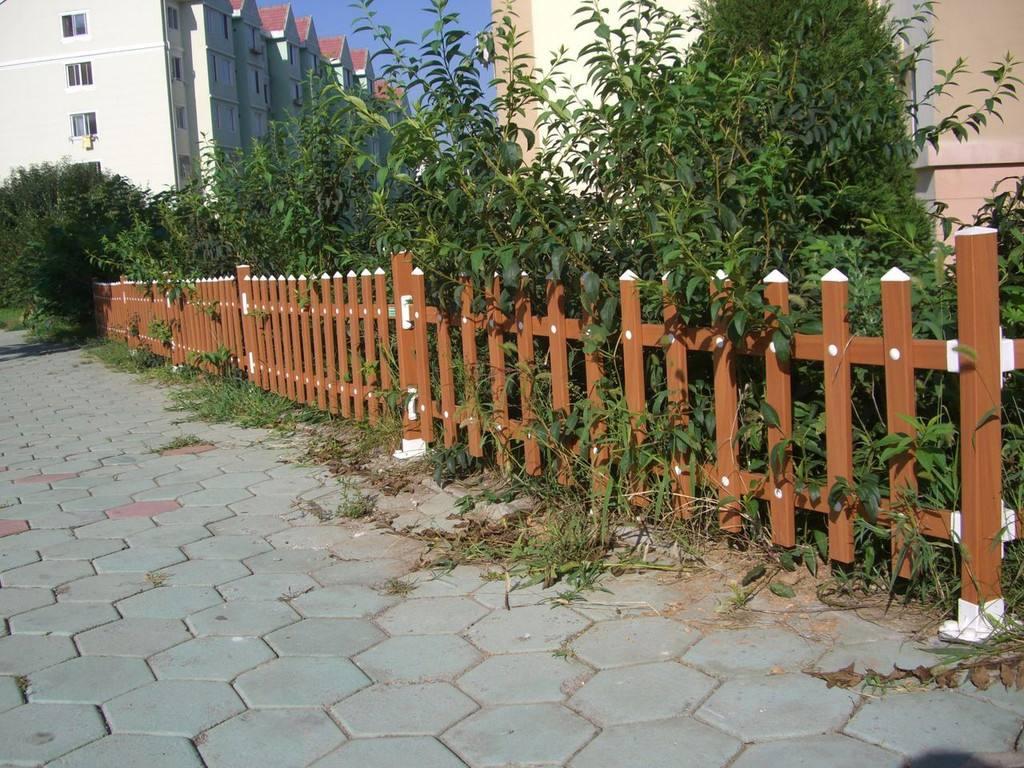 甘肅pvc護欄廠家-位于蘭州專業的蘭州pvc草坪圍欄護欄廠家
