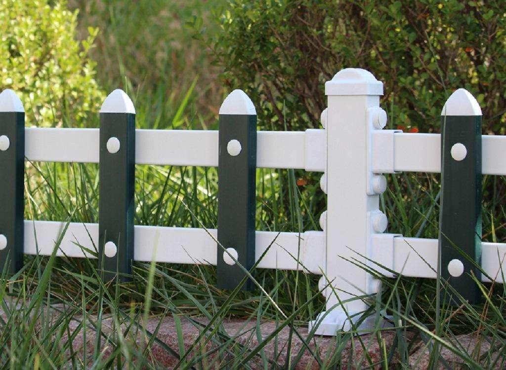 蘭州護欄網-具有口碑的蘭州pvc草坪圍欄護欄廠家推薦