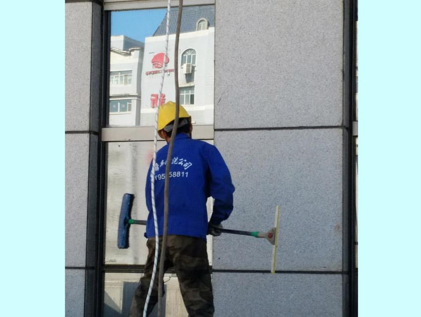 阿克苏高楼外墙清洗-高水平的新疆外墙清洗推荐