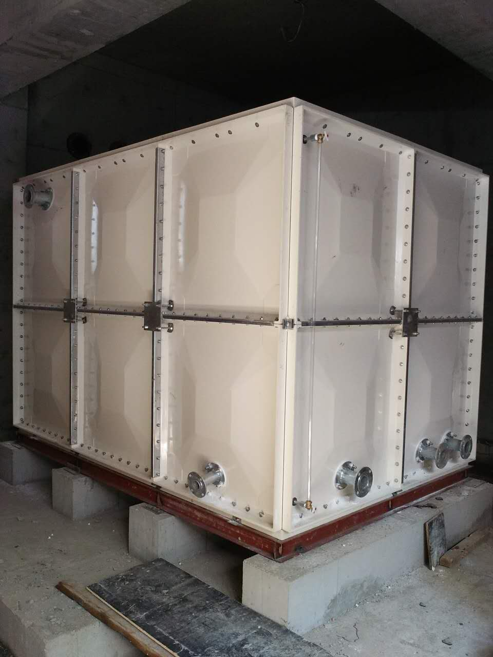 江西玻璃钢水箱_河北霈凯供销焊接式水箱供应