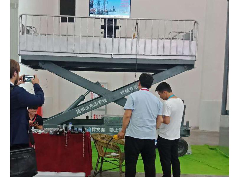 剪叉式升降装猪台厂家-选购专业的升降装猪台就选东润农牧机械