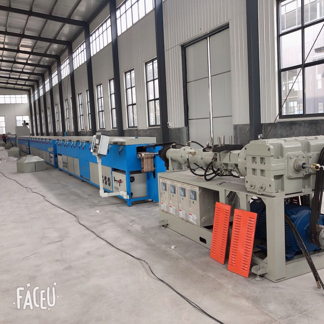 橡胶挤出机,复合橡胶挤出机,三复合胶条挤出生产设备的生产流程