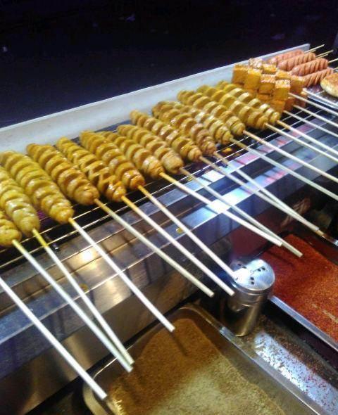 户部巷烤面筋酱料的熬制~~正宗的户部巷烤面筋培训总部
