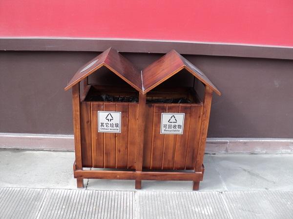 沈阳鑫山林木制品经销处不错的防腐木垃圾桶供应 邢台防腐木垃圾桶厂家