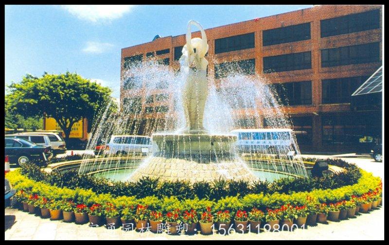 不锈钢小区人物喷泉景观雕塑厂家