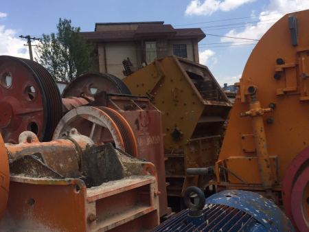 颚式破碎机厂家直销-云南中天矿山机械专业供应二手破碎生产线