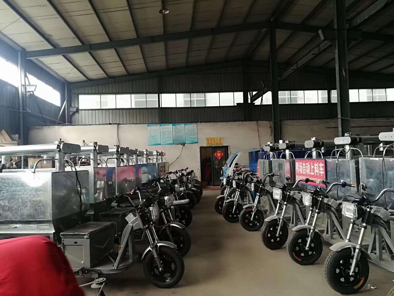 价格实惠的养猪场自动上料车就在利民养殖设备_厂家推荐猪场自动上料车