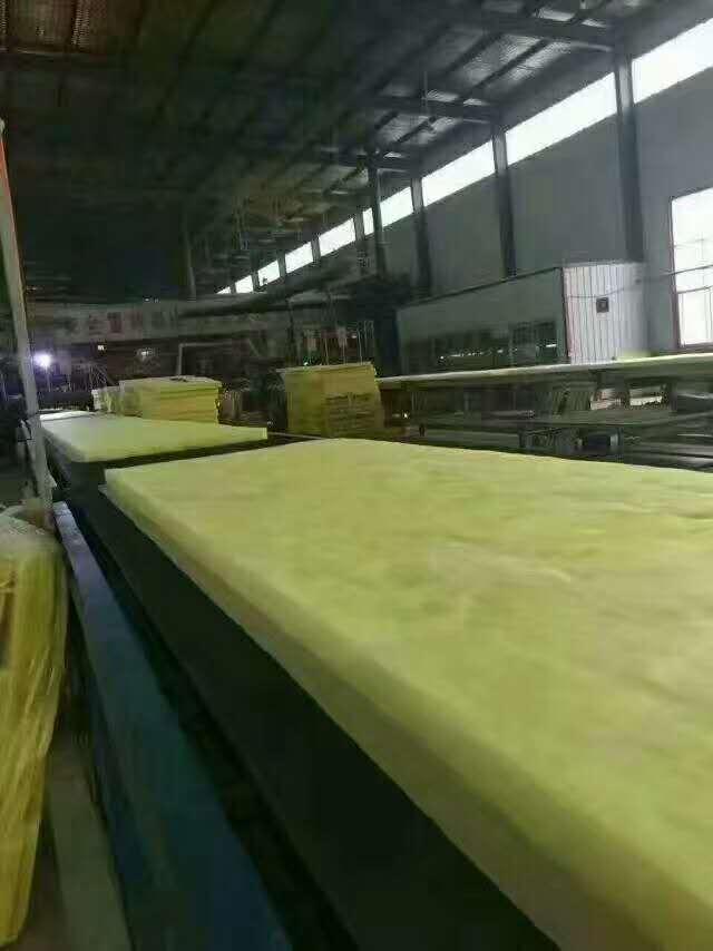 哪里有便宜的钢结构玻璃棉毡?钢结构玻璃棉毡价格批发