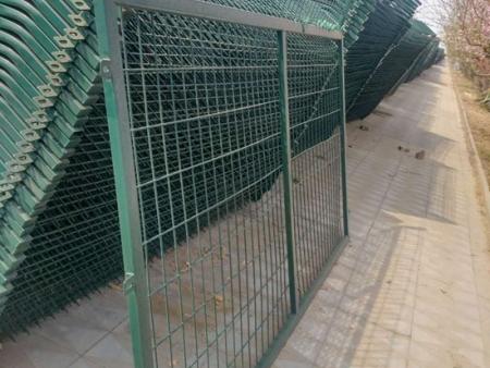鞍山公路护栏网厂家_专业的公路护栏批发商,当属沈阳亿佳美网栏