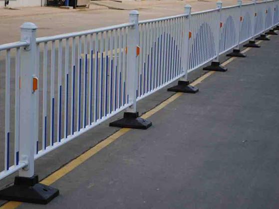 青海护栏-西宁有品质的西宁锌钢护栏供应