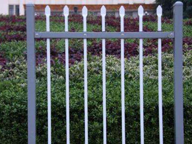 高质外围栏杆专业供应,围墙外围护栏