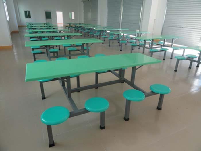 买实惠的宁夏课桌椅优选宁夏圣泰钢木-左旗餐桌椅哪家好