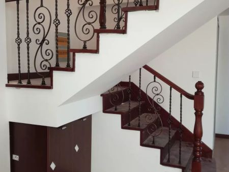 四平木門價格-聲譽好的木門供應商當屬沈陽盛森勵合實木樓梯