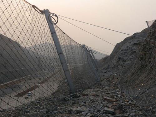 边坡滚石拦截被动网_坡面地质灾害被动拦石网_滑坡边坡被动网