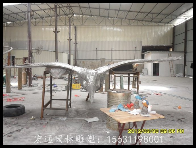 雄鹰展翅雕塑不锈钢老鹰动物雕塑厂家