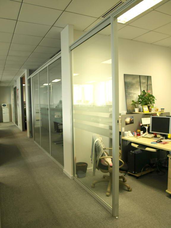 玻璃隔断_沈阳吉瑞美装饰材料公司_专业可靠,牡丹江办公室隔断厂家