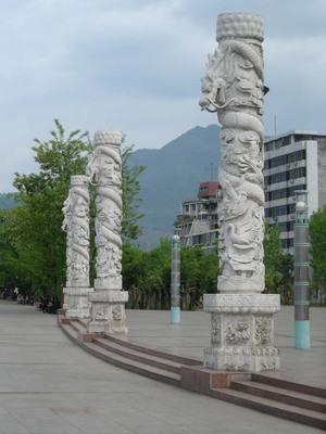 传统手工龙柱哪里找-寺庙龙柱-双龙柱-找福建冠艺石材厂
