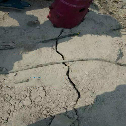 泰龙鑫大块岩石劈裂机