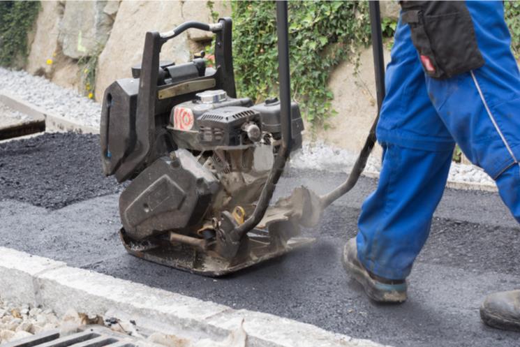 青海西宁修补路面坑槽时要怎样使用改性沥青冷补料