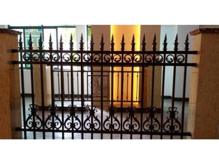 临朐别墅阳台护栏加工-潍坊市可信赖的铝艺护栏
