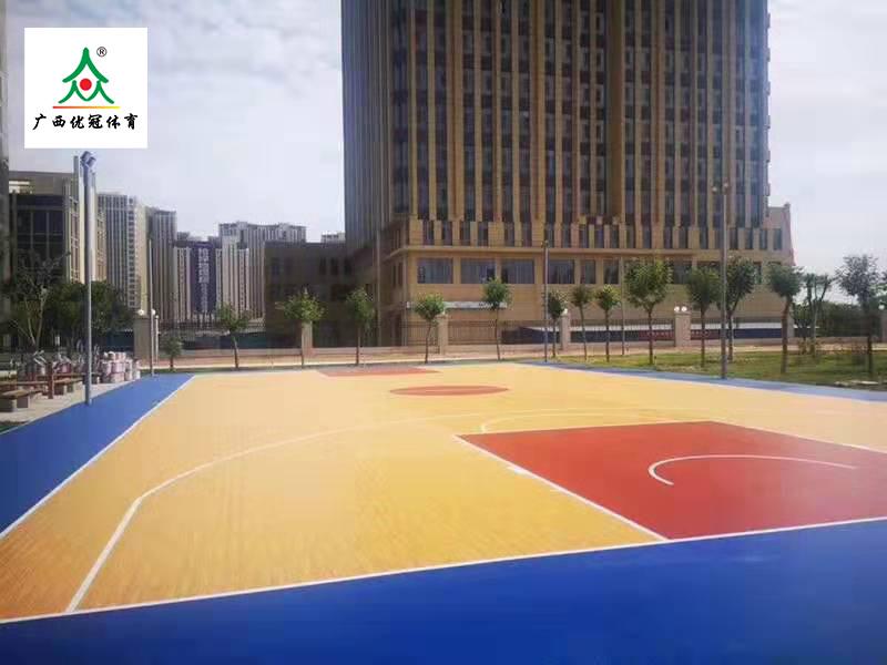 云南硅pu篮球场|南宁质量有保障的云南仿木纹硅pu球场