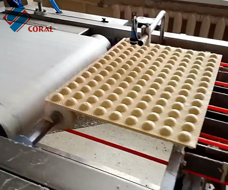 威化饼生产流水线制造商-珊瑚机械威化饼生产线厂家推荐