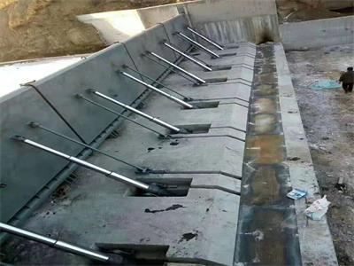 不锈钢翻板闸门材质结构 液压升降坝综合工作特点