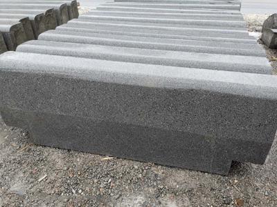 蘭州路沿石_安多建材公司質量好的pc仿石路沿石出售