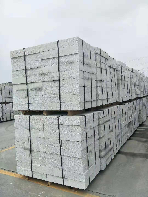 新康辉石材有限公司不错的宁夏白麻路沿石供应 宁夏白麻路沿石供应
