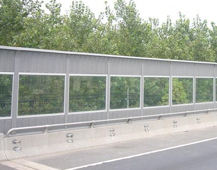 甘肃隔音屏障一平米多少钱 哪里能买到优惠的兰州高速公路隔音板