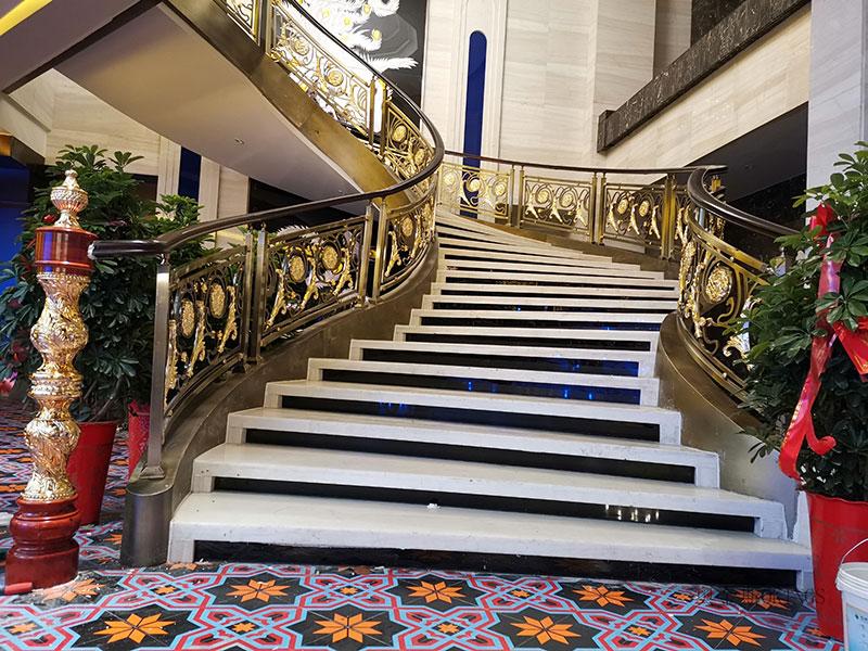 铜艺楼梯扶手楼梯安装现场