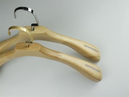 复古木衣架厂商出售-肇庆复古木衣架供应