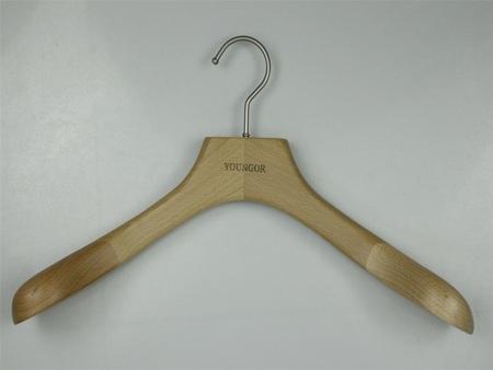 服装木衣架供应|专业的商_卓帆木制_服装木衣架供应