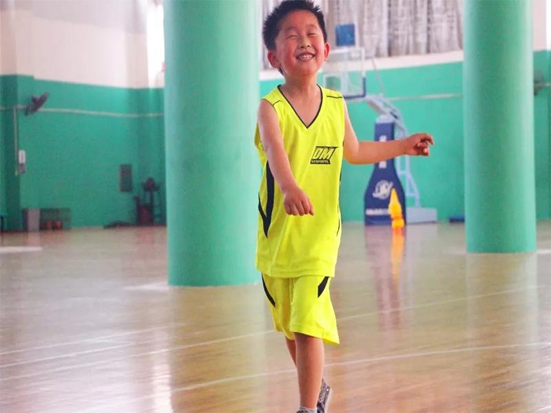 幼儿篮球培训俱乐部 高水平的幼儿篮球培训端木体育提供