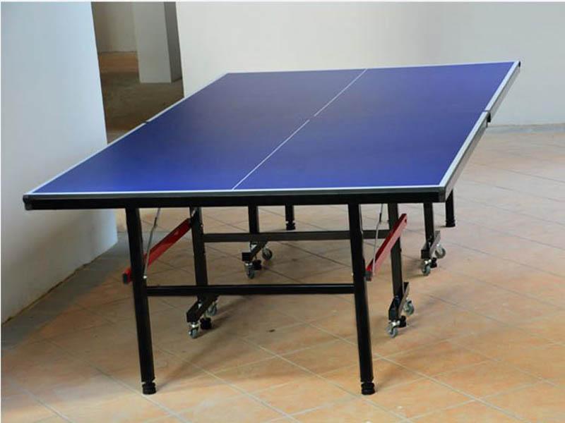 广西户外室内乒乓球台,带轮乒乓球台可折叠,厂家***