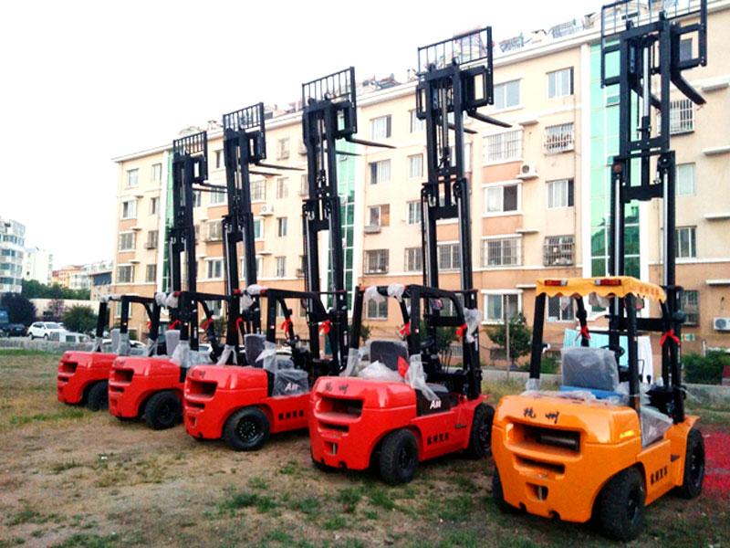 好的租赁叉车等起重机械在哪里-黄岛叉车租赁咨询