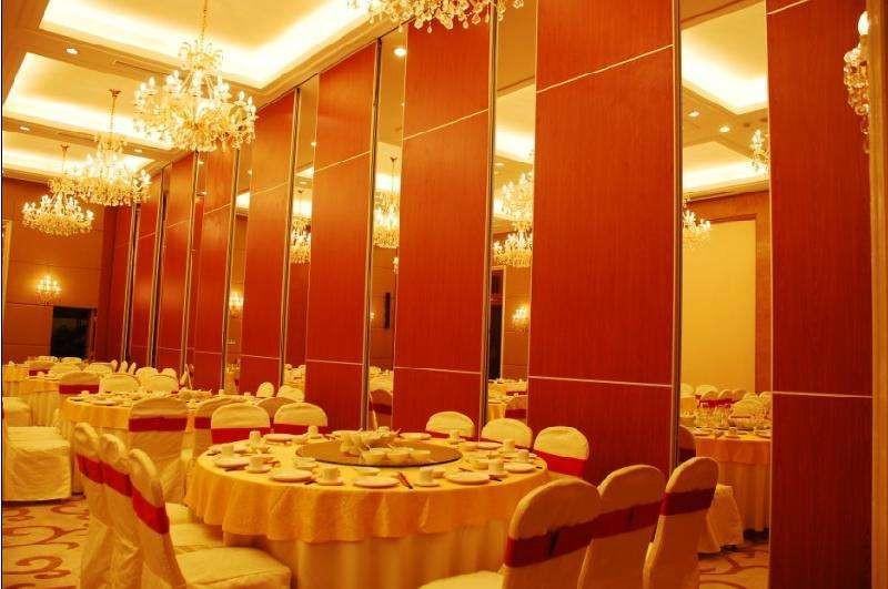 青岛引金公司板材酒店移动屏风,烟台100型板材活动隔断墙图片