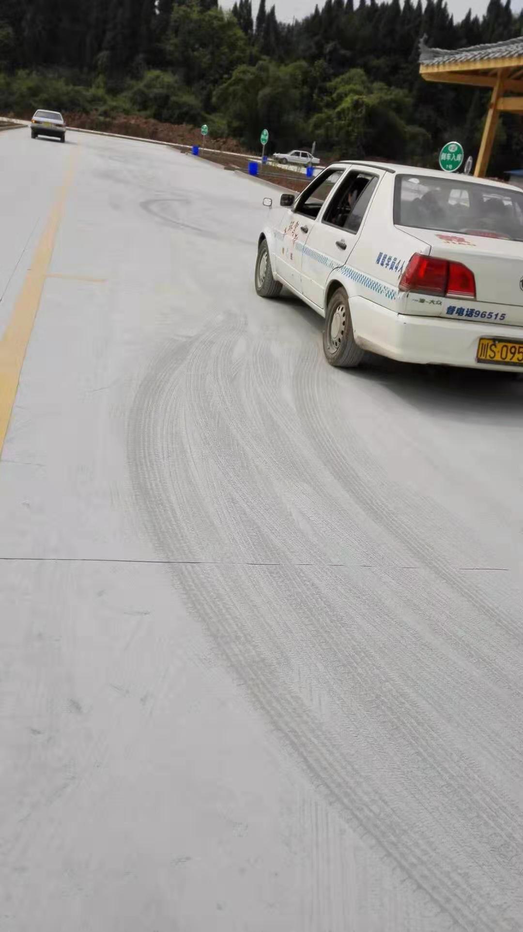道路起灰起砂