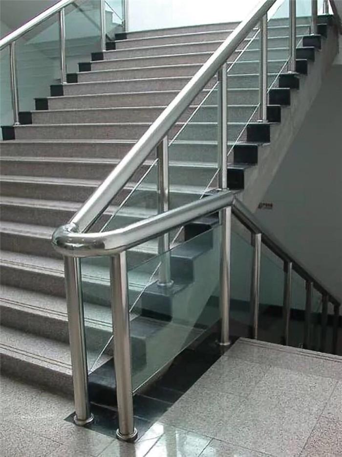定安不锈钢楼梯扶手购买|规模大的不锈钢楼梯扶手生产厂
