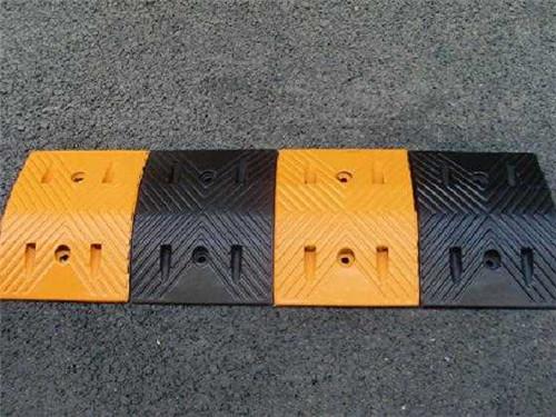 银川铁马护栏-路发交通提供质量硬的减速带