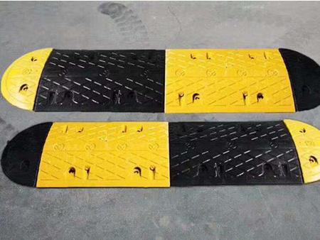 交通护栏价格|西安可信赖的延安减速带厂家推荐