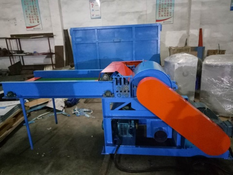 �xiaE菝嘣偕�破碎机厂家批发|规mo大的泡绵破碎机生产厂