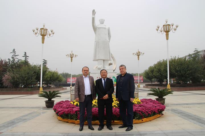 热烈欢迎哈萨克斯坦铁路与通信学院领导来校参观交流