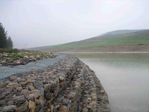 甘肃普锌石笼网批发价格多少?河北垚来丝网厂家